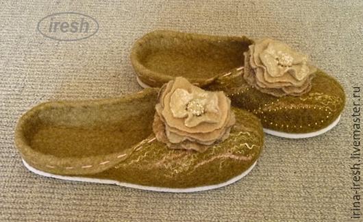 """Обувь ручной работы. Ярмарка Мастеров - ручная работа. Купить Тапочки валяные """"Лесные"""" женские зелёные.. Handmade. Оливковый"""