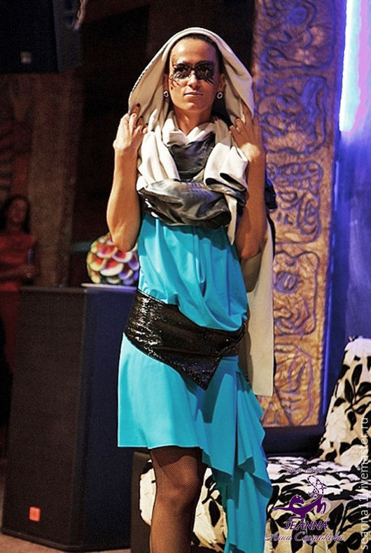 Дизайнер Анна Сердюкова (Дом Моды SEANNA).  Палантин очень теплый `Роскошь серого` из шелка и кашемира. Ценя -9500 руб.