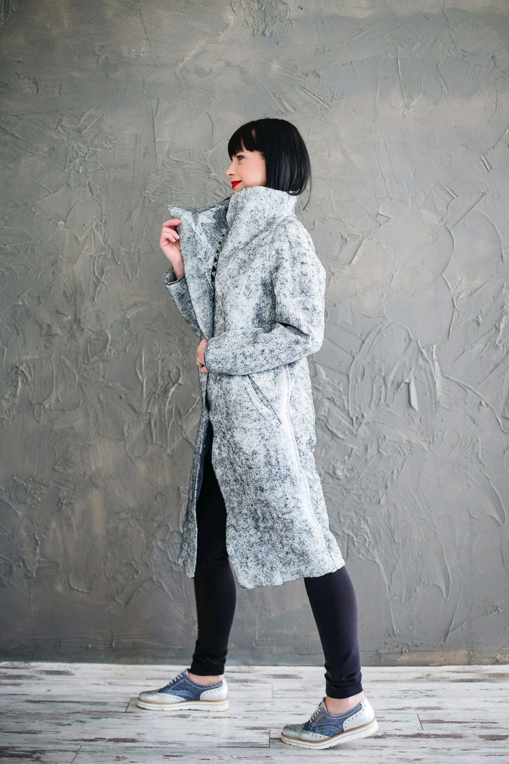 The severity of the coat in the style of military 14