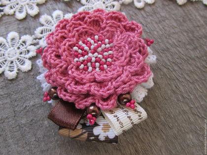 Броши ручной работы. Ярмарка Мастеров - ручная работа. Купить Брошь -цветок, текстильная брошь, бохо стиль, розовый, белый. Handmade.