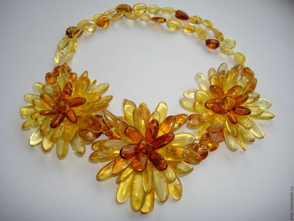 """Колье, бусы ручной работы. Заказать янтарное колье """"Цветы"""". Amber. Ярмарка Мастеров. Солнечный камень, цветы"""