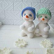 Подарки к праздникам ручной работы. Ярмарка Мастеров - ручная работа Валяные снеговики Ах и Ох. Handmade.