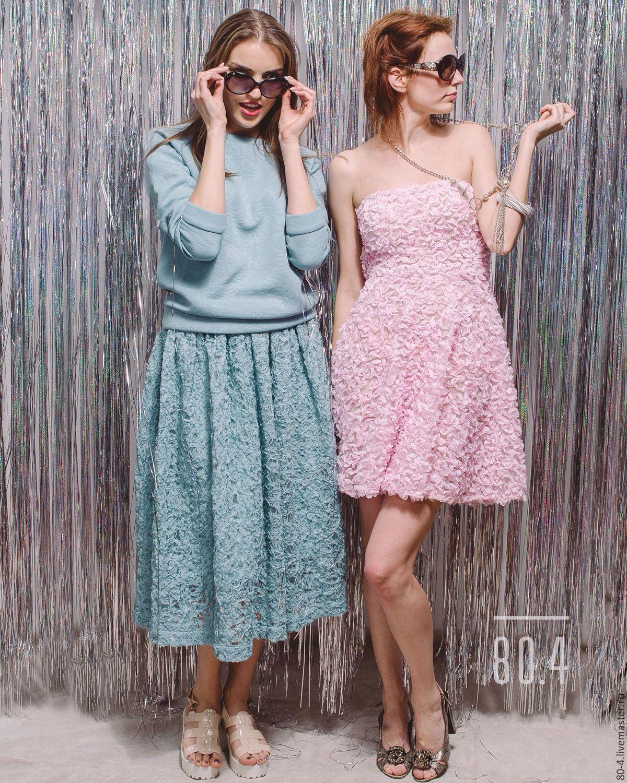 По интернету розовые платья