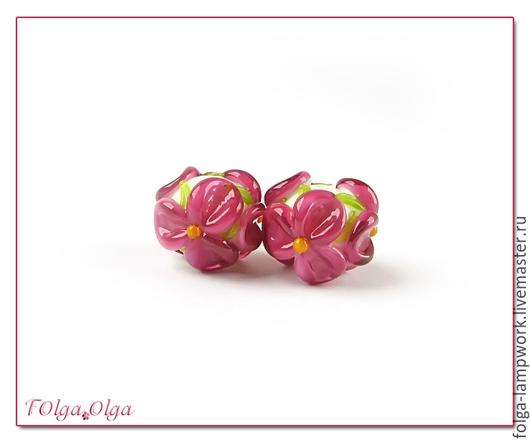 Для украшений ручной работы. Ярмарка Мастеров - ручная работа. Купить Пара бусин цветы темно-розовые на белом (бусины лэмпворк). Handmade.