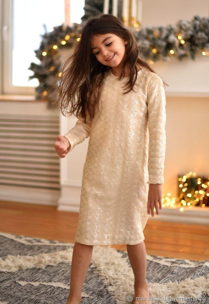 Платье с пайетками молочного цвета
