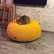 Для домашних животных, ручной работы. Ярмарка Мастеров - ручная работа Вязаный КОТОпуф Kozaa`s Bags for pets, цвет манго. Handmade.