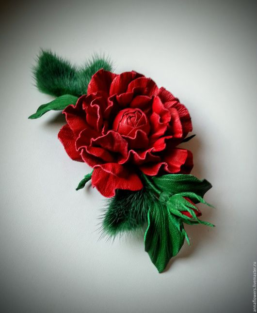 Броши ручной работы. Ярмарка Мастеров - ручная работа. Купить Роза из кожи и меха норки. Handmade. Ярко-красный