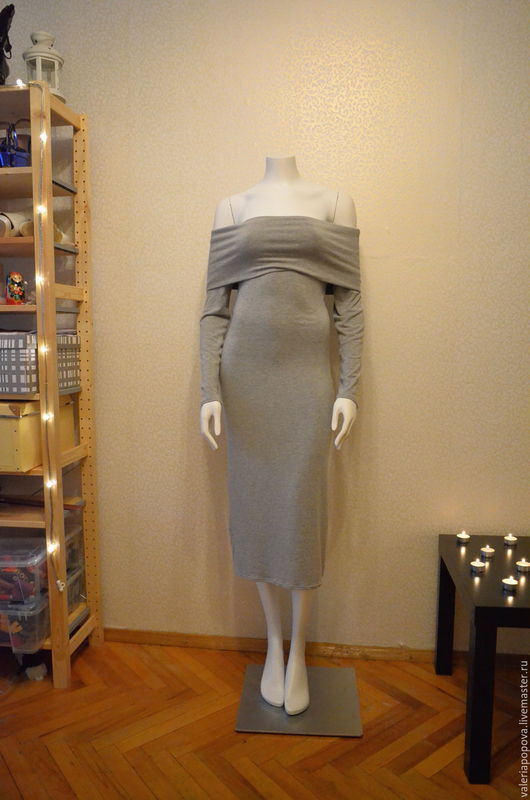 Вискозное трикотажное платье с добавлением шерсти. Платье миди, платье с открытыми плечами, платье трикотажное
