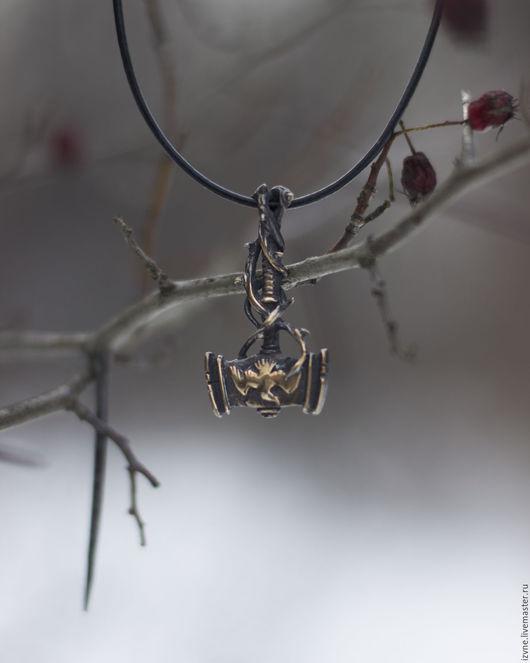 `Терновый молот`, подвеска плоская. Автор: Прасковья Власова.