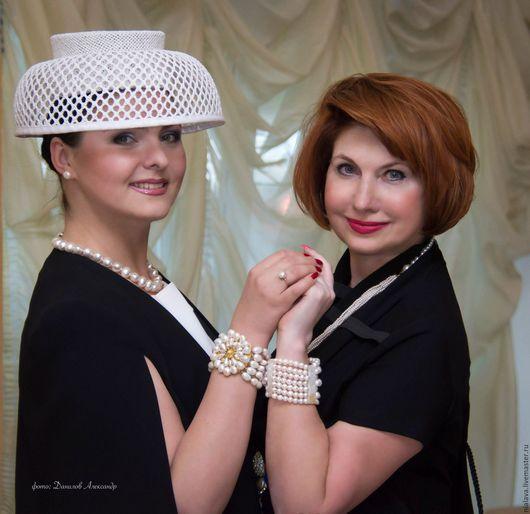 Жемчужные украшения браслет из жемчуга на руку купить красивую авторскую бижутерию белого цвета бусы Серьги ручной работы