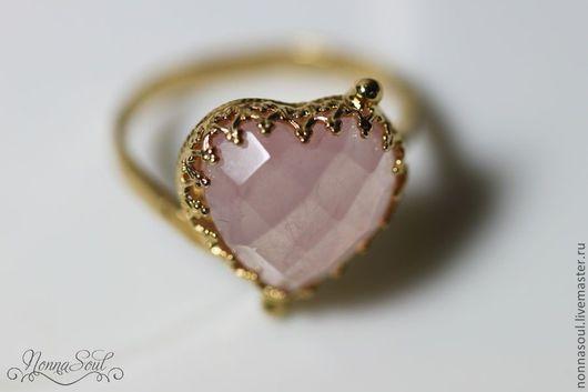 Кольца ручной работы. Ярмарка Мастеров - ручная работа. Купить Позолоченное колечко-сердечко с розовым кварцем. Handmade. Розовый
