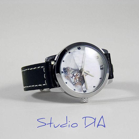 Часы Под Заказ - Котенок. \r\nЧасы с индивидуальным дизайном под заказ.\r\nСтудия Дизайнерских Часов DIA.