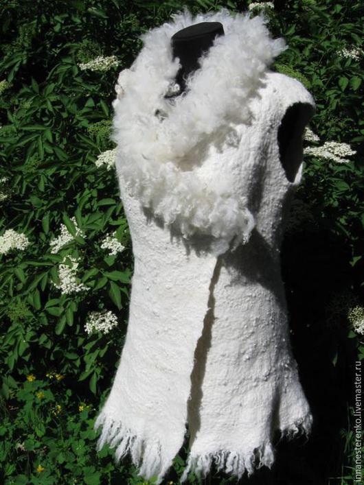 Жилеты ручной работы. Ярмарка Мастеров - ручная работа. Купить Валяный жилет. Handmade. Белый, меховой жилет, шерстяной жилет