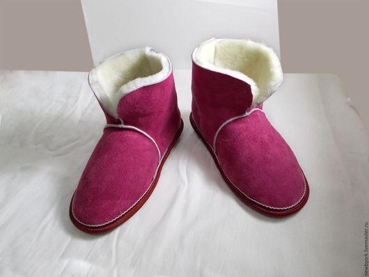 Обувь ручной работы. Ярмарка Мастеров - ручная работа. Купить Чуни из натуральной овчины красные. Handmade. Чуни из овчины, красный