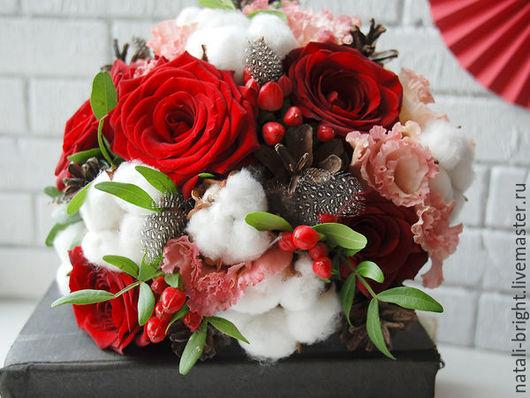 Красный букет невесты с хлопком