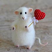 Куклы и игрушки ручной работы. Ярмарка Мастеров - ручная работа Коллекционная игрушка мышка с сердечком. Handmade.