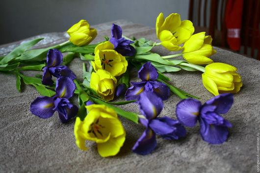 Интерьерные композиции ручной работы. Ярмарка Мастеров - ручная работа. Купить Весеннее настроение в желтых тюльпанах и синих ирисах.. Handmade.