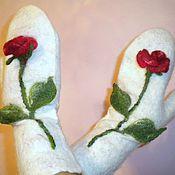 """Аксессуары ручной работы. Ярмарка Мастеров - ручная работа Варежки """"Розы зимой"""". Handmade."""