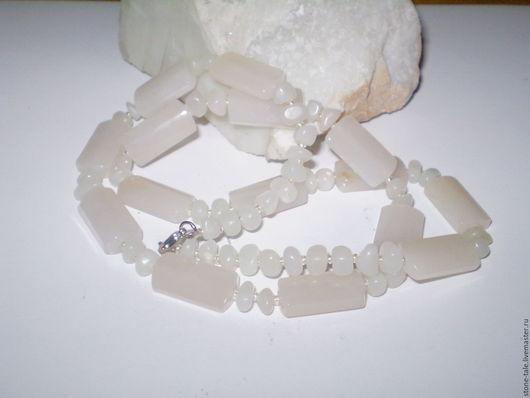 """Колье, бусы ручной работы. Ярмарка Мастеров - ручная работа. Купить Бусы из белого нефрита """"Снежность"""". Handmade. Белый, с нефритом"""