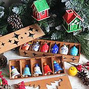 Подарки к праздникам ручной работы. Ярмарка Мастеров - ручная работа Набор расписных игрушек в коробе (шишки/колокольчики). Handmade.