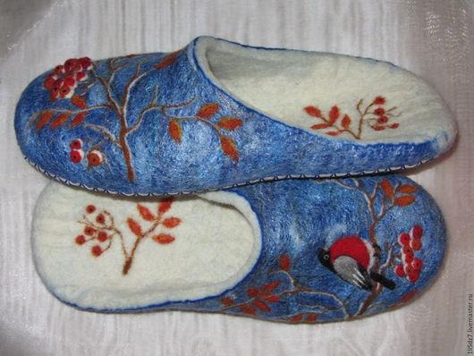 """Обувь ручной работы. Ярмарка Мастеров - ручная работа. Купить Валяные тапочки """"Зимушка""""-3. Handmade. Комбинированный, тапочки, снегирь"""