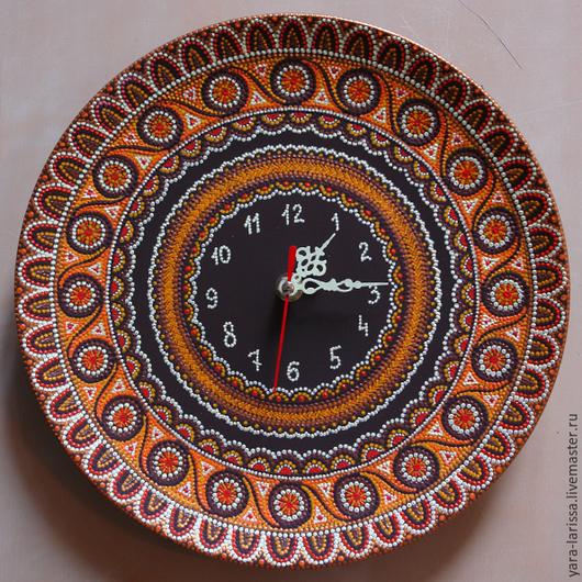 Часы настенные интерьерные `Хоровод` . Часы настенные . Точечная роспись. Часы настенные на керамической тарелка.Ручная роспись.