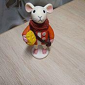 Год Крысы ручной работы. Ярмарка Мастеров - ручная работа Год Крысы 2020: Мышка с сыром. Handmade.