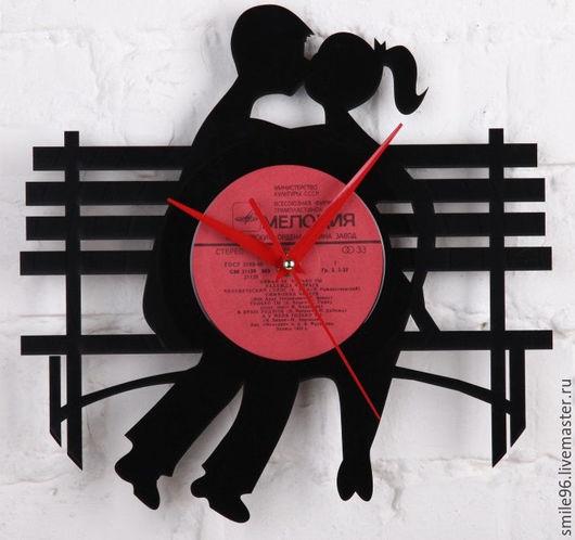 """Часы для дома ручной работы. Ярмарка Мастеров - ручная работа. Купить Часы из пластинки """"Скамейка любви"""". Handmade. Комбинированный"""