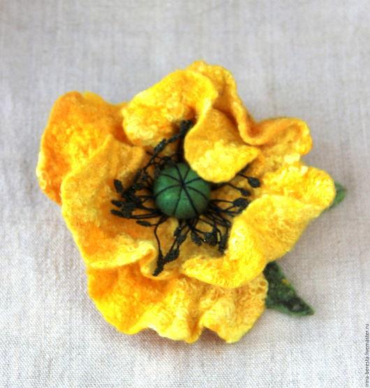 брошь мак, брошь валяная, желтый мак, брошь цветок, желтый цветок, брошь желтый мак, подарок подруге,  цветок из шерсти. войлочный мак,желтый цветок, цветок войлочный,