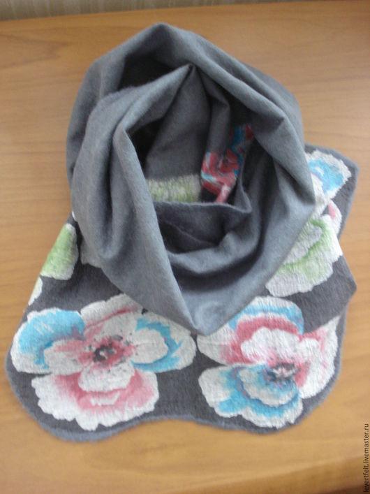 """Шали, палантины ручной работы. Ярмарка Мастеров - ручная работа. Купить Валяный нуновойлочный шарф """"Цветы"""". Handmade. Серый"""