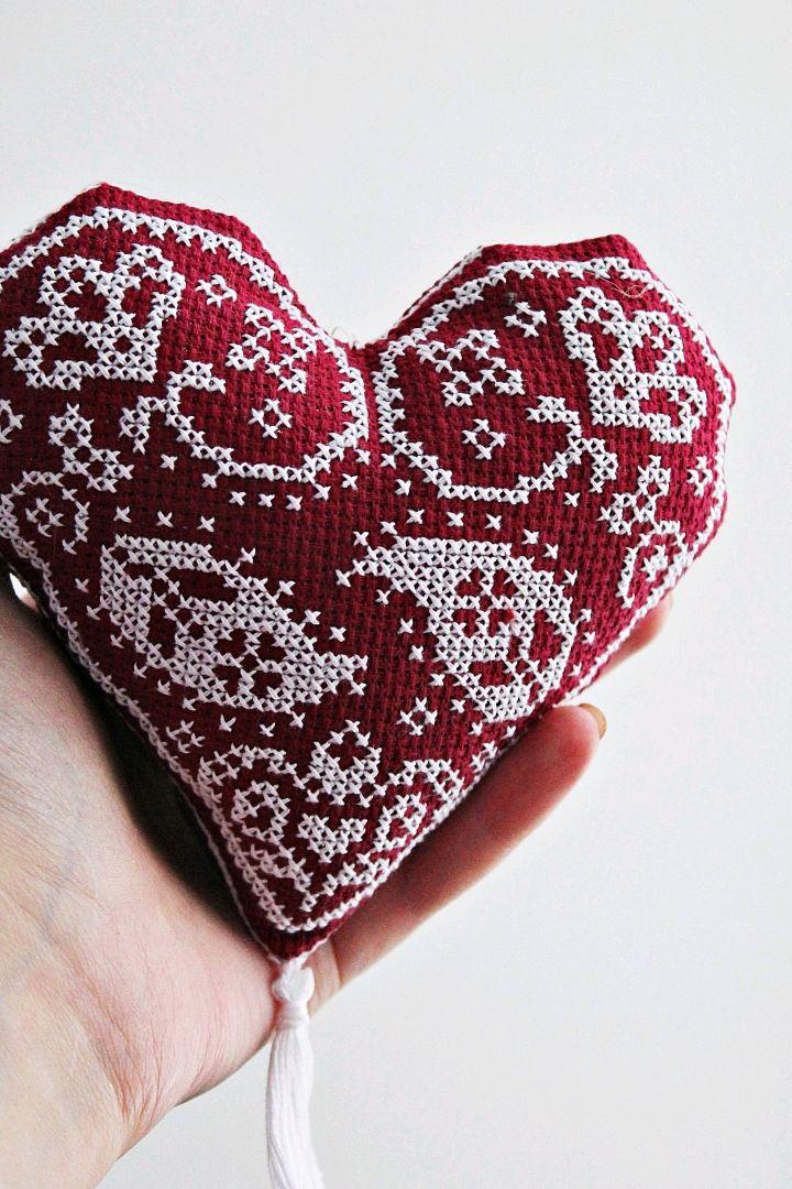 Подарки для влюбленных ручной работы. Ярмарка Мастеров - ручная работа. Купить Вышитое сердечко. Handmade. 8 марта, подвеска