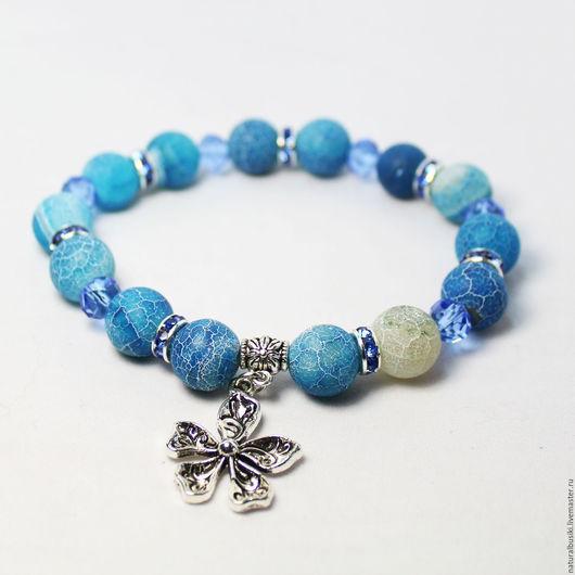 Браслет из матового синего агата с подвеской - цветочком