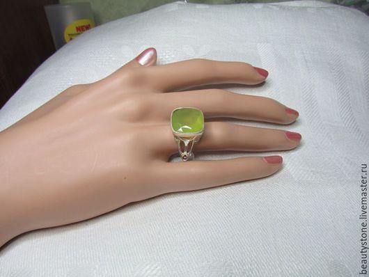 Кольца ручной работы. Ярмарка Мастеров - ручная работа. Купить Кольцо с пренитом в серебре.. Handmade. Кольцо с пренитом, редкий камень