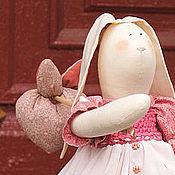 """Куклы и игрушки ручной работы. Ярмарка Мастеров - ручная работа Тильда-зайчиха """"На пути к счастью"""". Handmade."""