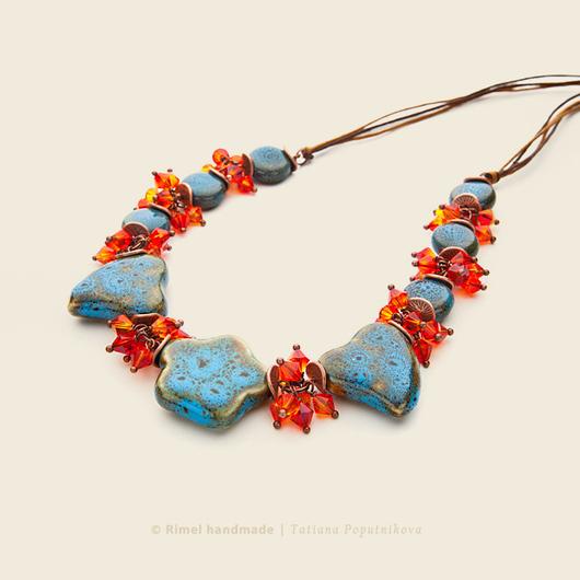 Яркое украшение из керамики и кристаллов Сваровски! Окружающие будут улыбаться вам чаще :)