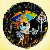 """Для дома и интерьера ручной работы. Ярмарка Мастеров - ручная работа Часы стеклянные """"Двое под зонтом"""" (фьюзинг). Handmade."""