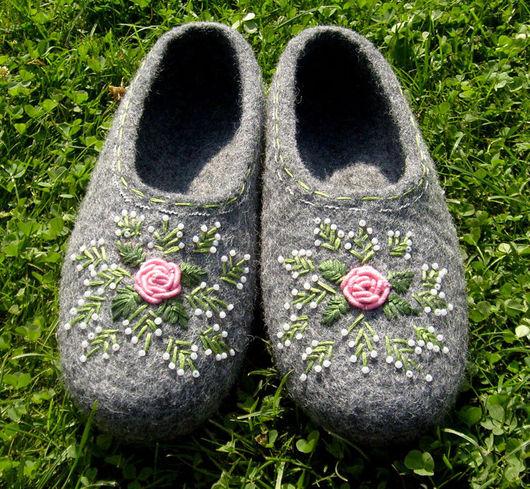 """Обувь ручной работы. Ярмарка Мастеров - ручная работа. Купить тапки """"Розовое чудо"""".. Handmade. Мокрое валяние, серый"""