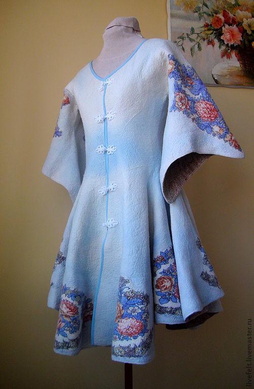"""Верхняя одежда ручной работы. Ярмарка Мастеров - ручная работа. Купить Валяное пальто бело-голубое """" ЭФФЕКТНОЕ """". Handmade."""
