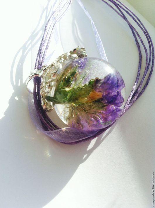 Кулоны, подвески ручной работы. Ярмарка Мастеров - ручная работа. Купить Крупный кулон из ювелирной смолы с цветком внутри !Окунаясь в нежность. Handmade.