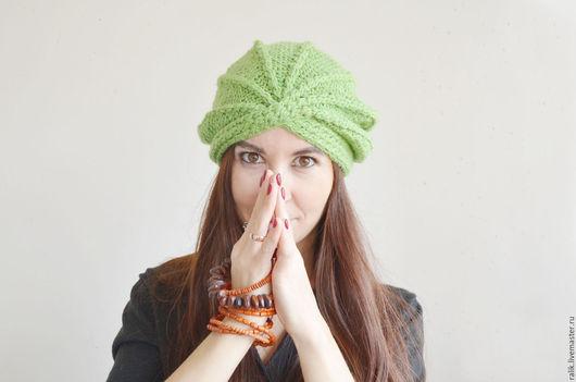 Вязаная чалма,ручная вязка,цвет зеленый(теплый)с узором