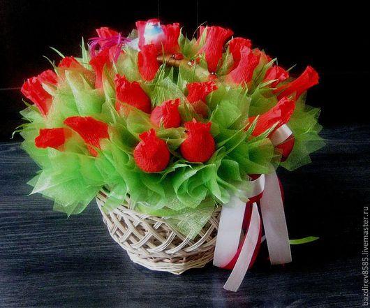 Букеты ручной работы. Ярмарка Мастеров - ручная работа. Купить Корзина с красными розами. Handmade. Букет из конфет, ярко-красный