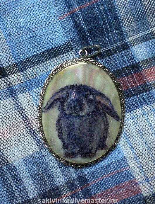 """Кулоны, подвески ручной работы. Ярмарка Мастеров - ручная работа. Купить """"Мой любимый кролик"""" :) - кулон с росписью. Handmade."""