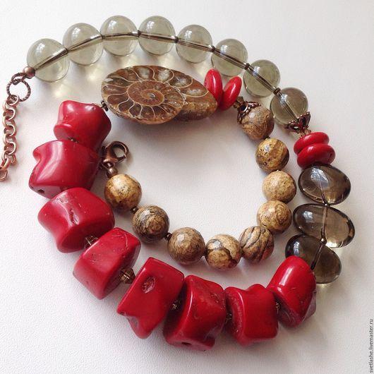 Крупные бусы колье ожерелье из красного коралла раухтопаза дымчатого кварца яшмы аммонит купить в подарок девушке женщине любимой подруге стильное украшение на шею из натуральных камней