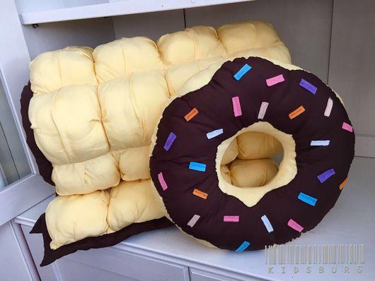 Пледы и одеяла ручной работы. Ярмарка Мастеров - ручная работа. Купить Комплект одеяло бомбон  и подушка Donut. Handmade. Хлопок