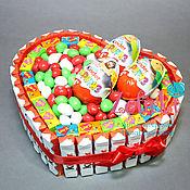 Подарки к праздникам ручной работы. Ярмарка Мастеров - ручная работа Сердце из киндеров торт из киндеров подарок девушке. Handmade.