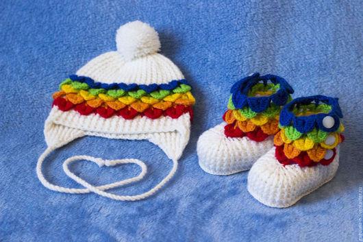 Для новорожденных, ручной работы. Ярмарка Мастеров - ручная работа. Купить Комплект вязаный шапочка и пинетки для новорожденного Радужный. Handmade.