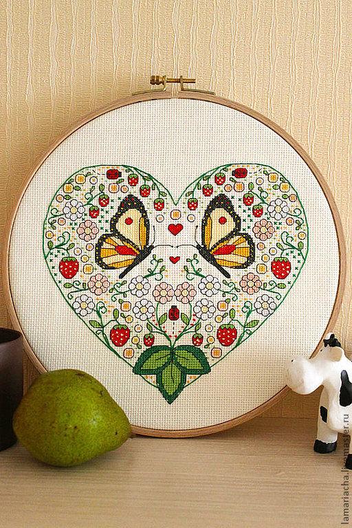 """Вышивка ручной работы. Ярмарка Мастеров - ручная работа. Купить Схема для вышивания крестом """"Клубничное сердце с бабочками"""""""". Handmade."""