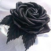 Роза из черной кожи