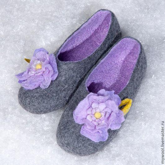 Обувь ручной работы. Ярмарка Мастеров - ручная работа. Купить тапочки из шерсти  Сиреневая  дымка. Handmade. Мокрое валяние, войлок