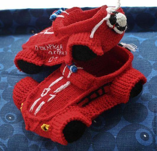Обувь ручной работы. Ярмарка Мастеров - ручная работа. Купить Тапки пожарника. Handmade. Ярко-красный, красивый, ручная работа